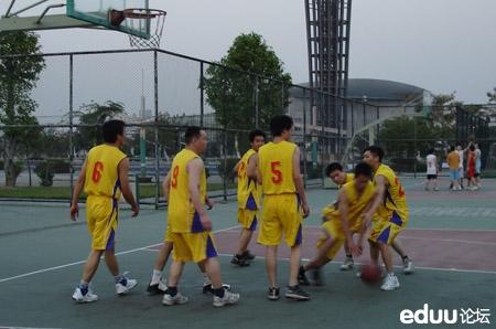 中考体育:篮球运球投篮训练攻略