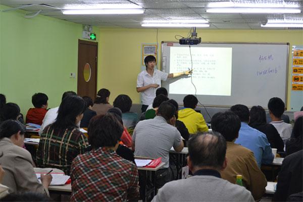 承峰老师   2014年9月升入新高一的同学们,2017年就将高三毕业,也