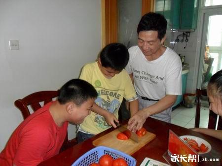 每发一个孩子学做菜的过程贴,可以