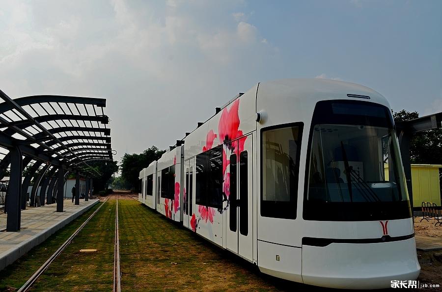 广州的有轨电车试验段试车了