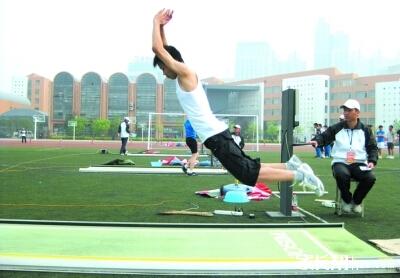 立定跳远 动作要领 完整的 立定跳远 技术动作图片
