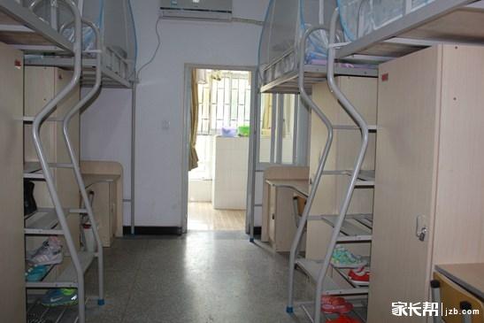 郑州市实验高中宿舍环境