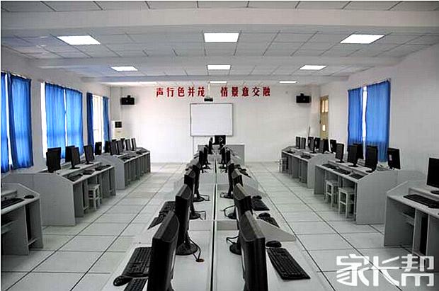 多样的功能教室.jpg