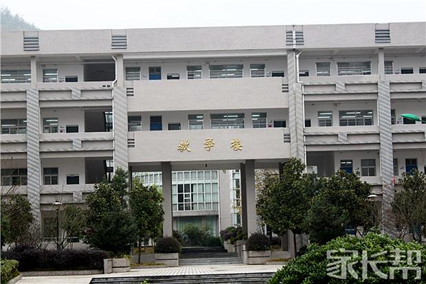 我眼中不一样的学校【临安市昌南初级中学】_初中金昌甘肃的图片