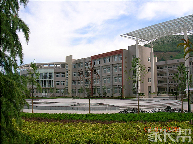 我眼中不一样的初中【临安市昌南初级中学】_虚拟现实学校与图片
