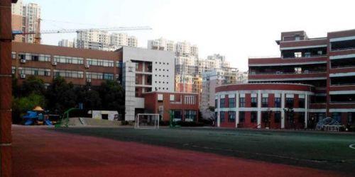湖北省武昌实验小学_不服来辩  湖北省武昌实验小学创办于1920年,校园是清代\