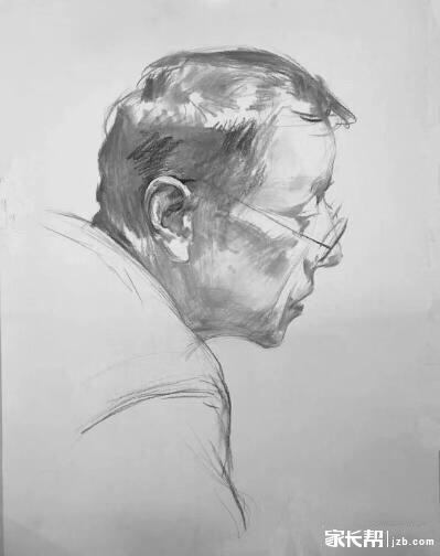 (艺考生必看)素描头像绘画步骤—侧面戴眼镜中男老年